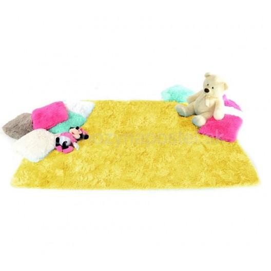 Žltý plyšový koberec