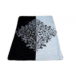 Čierne deky s ornamentom