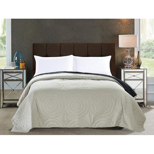 Béžová obojstranná prikrývka na manželskú posteľ
