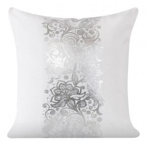 Biele dekoračné obliečky na vankúšiky s ornamentom