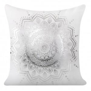 Dekoratívna biela obliečka na vankúš s ornamentom