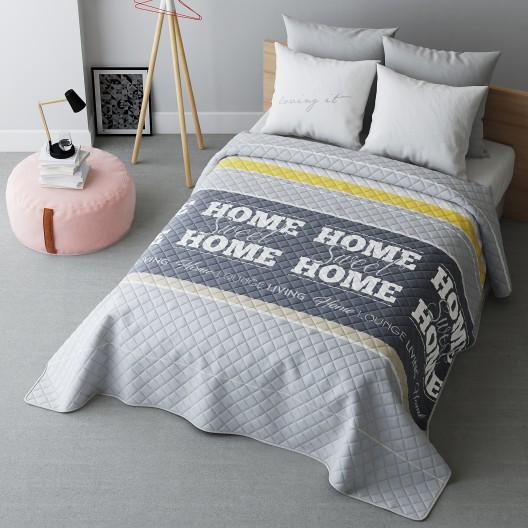 Prešívaný prehoz na posteľ s nápisom HOME