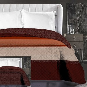 Hnedý pruhovaný prehoz na manželskú posteľ