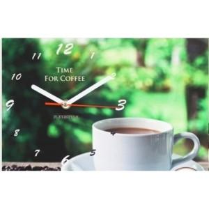 Zelené kuchynské hodiny so šálkou kávy