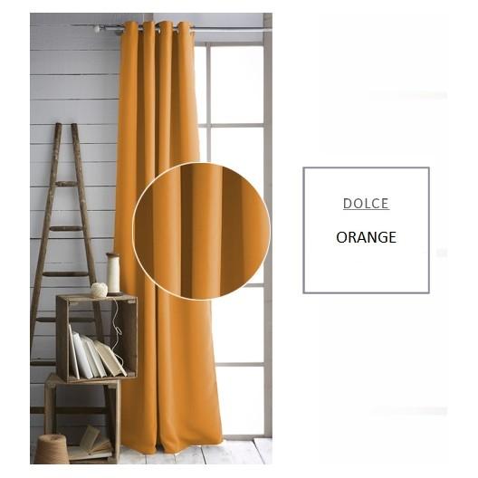 Pestré závesy oranžovej farby