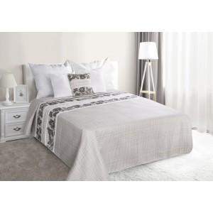 Sivé prehozy na manželskú posteľ s kvetmi