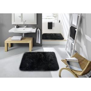 Čierny koberec do kúpeľne