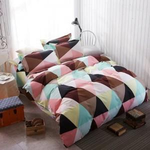 Posteľné obliečky v rôzných farbách s geometrickými tvarmi
