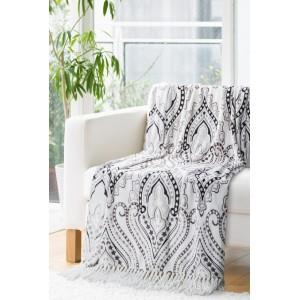 Krémová deka so sivými ornamentami