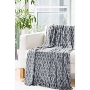 Tmavo sivá deka so vzorom kosoštvorcov