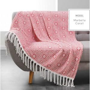 Luxusné teplé deky v červenej farbe s ornamentmi
