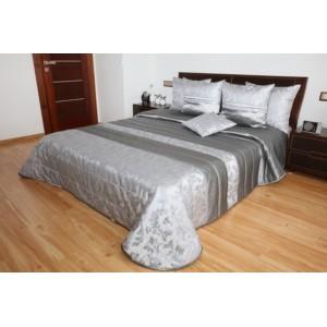 Strieborno sivý prehoz na posteľ s kvetinovým vzorom