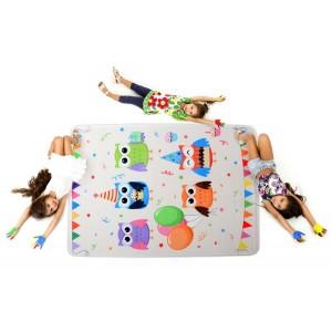 Svetlý detský koberec s obrázkami