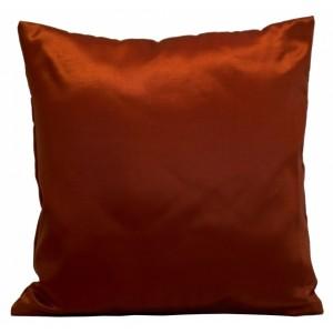Kvalitná saténová obliečka na vankúš červenej farby