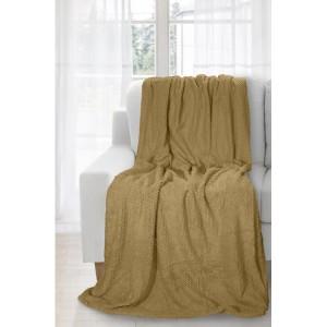 Tmavo béžová deka ako prehoz na gauč
