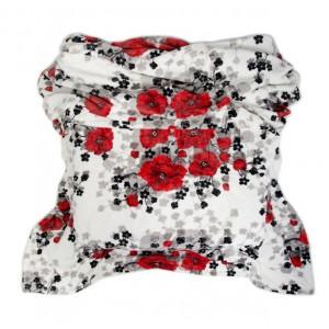 Teplá deka s motívom červených kvetov