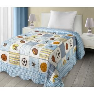 Chlapčenský prehoz na posteľ so športovým motívom