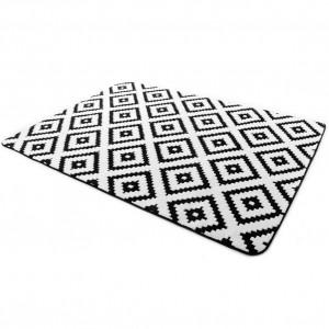 Moderné koberce v čierno bielej kombinácii farieb
