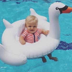 Nafukovacia labuť pre deti