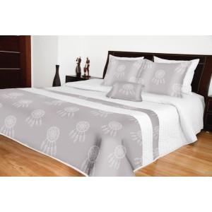 Biely prehoz na posteľ lapač snov