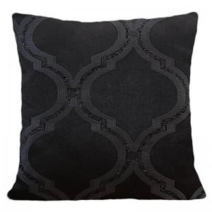 Čierna návliečka s trblietavým vzorom vhodná do obývačky