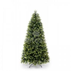Vianočný stromček borovica so svetlejšími vetvičkami na koncoch