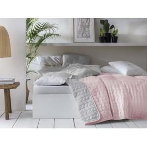 Prehoz na posteľ v púdrovo ružovej farbe