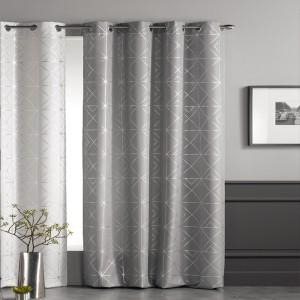 Moderné hotové závesy v svetlo sivej farbe so strieborným vzorovaním
