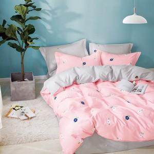 Jednoduchá bavlnená obliečka na posteľ v ružovej farbe s motívom kvetov