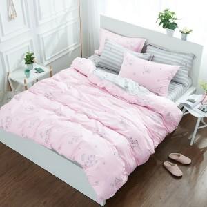 Jednoduchá posteľná obliečka v ružovej farbe s motívom poľných rastlín