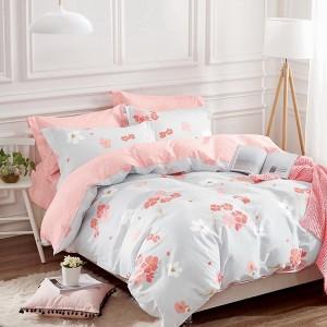 Originálna návliečka na posteľ v svetlo sivej farbe s ružovými kvetmi