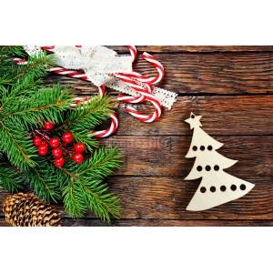 Vianočná ozdoba z dreva v tvare stromčeka