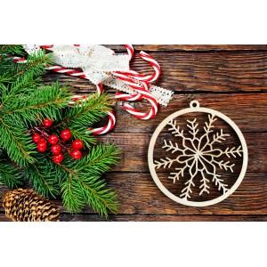 Drevená vianočná guľa s vločkou