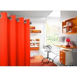 Moderné závesy do spálne v oranžovej farbe