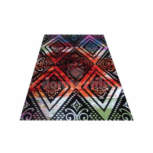 Kvalitný koberec s ornamentom na farebnom podklade