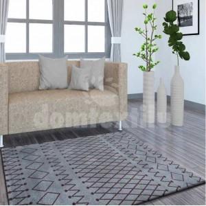 Tmavo sivý koberec s jemnými vzormi
