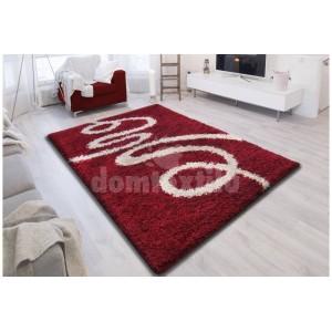 Červený shaggy koberec s krémovým vzorom