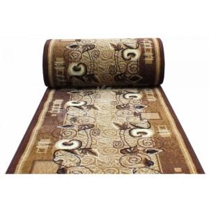 Klasický hnedý koberec na schody