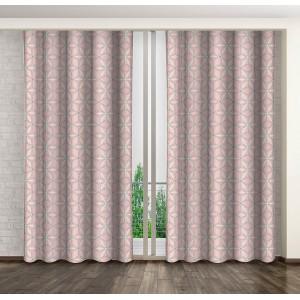 Dekoračné závesy do spálne v ružovej farbe s geometrickými útvarmi