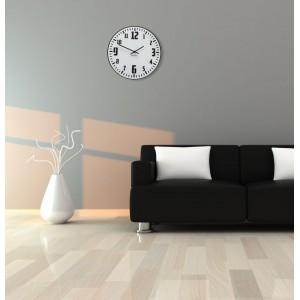 Retro hodiny na stenu v bielej farbe s čiernym ciferníkom