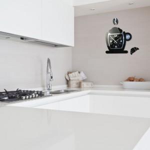 Moderné nástenné hodiny do kuchyne v čiernej farbe s motívom šálky