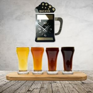 Štýlové hodiny na stenu čiernej farby s motívom pivového pohára