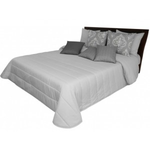 Svetlosivý prehoz cez posteľ