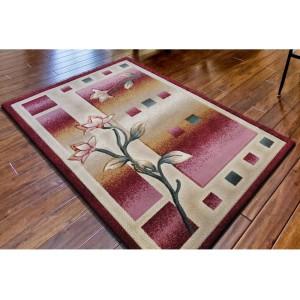 Kvetinový koberec do spálne v červenej farbe