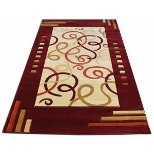 Vzorovaný červený koberec do spálne