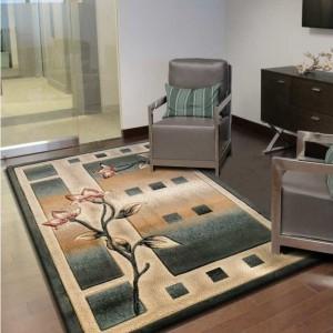 Obdĺžnikový koberec zelenej farby s kvetom