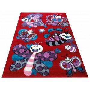 Červený koberec pre deti s motýlikmi