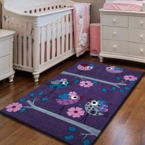 Fialový koberec pre deti s vtáčikmi na konári