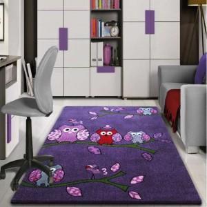 Kvalitný detský koberec s vtáčikmi vo fialovej farbe