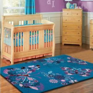 Tyrkysový koberec pre deti s motívom motýľov